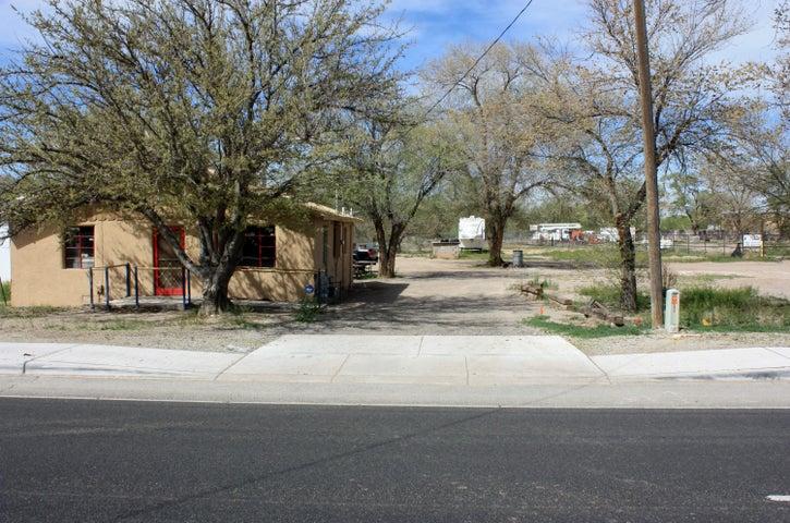 3612 State Highway 47, Peralta, NM 87042