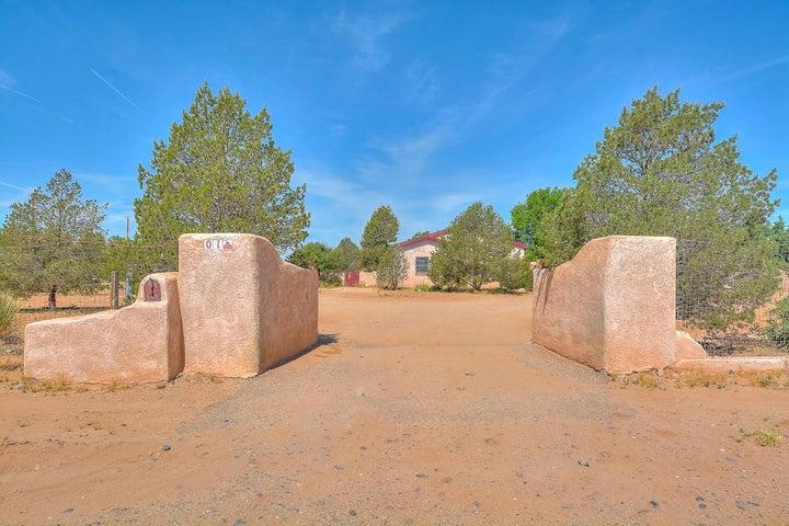 1 San Cristobal Place, Los Lunas, NM 87031