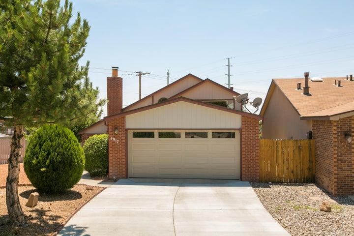 4917 Calle De Carino NE, Albuquerque, NM 87111