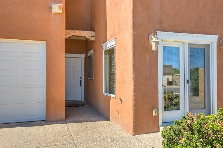 2425 Rice Avenue NW, Albuquerque, NM 87104
