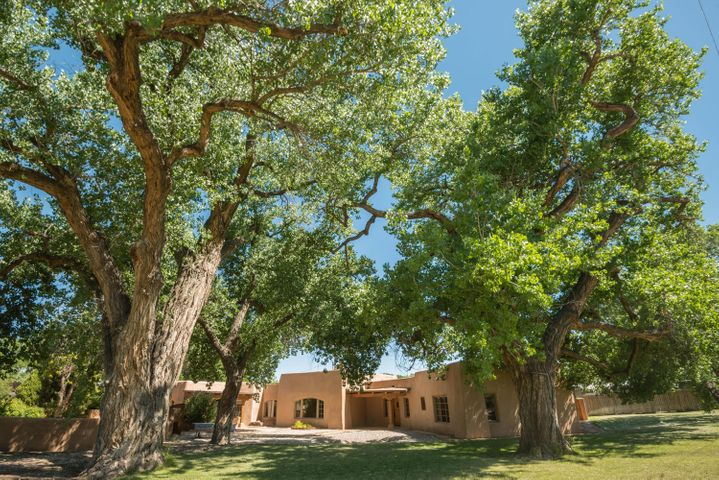 1022 Acequia Trail NW, Los Ranchos, NM 87107