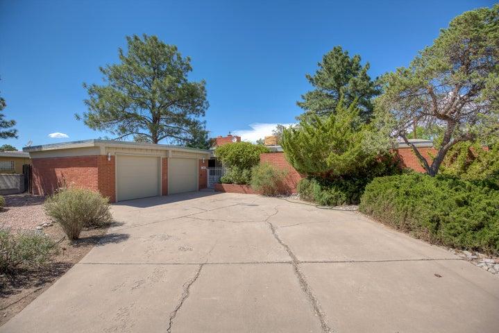 6307 Mitchell Road SE, Albuquerque, NM 87108