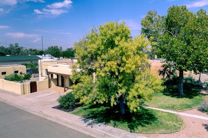 511 Richmond Drive SE, Albuquerque, NM 87106