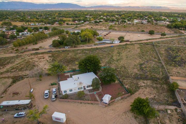 5325 Raglin Avenue SW, Albuquerque, NM 87121