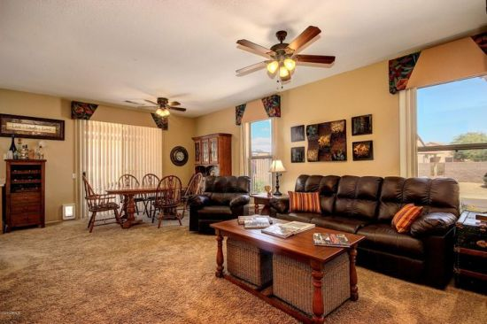 Large roomy great room