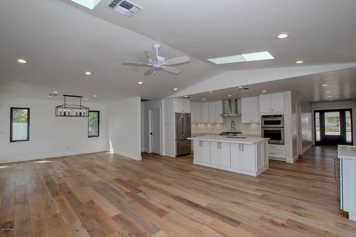3125 E HIGHLAND Avenue, Phoenix, AZ 85016