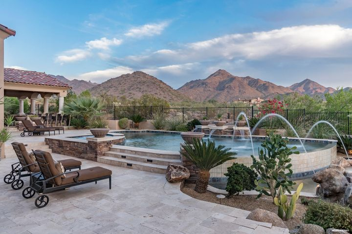 Majestic Unobstructed Mountain Views in Backyard