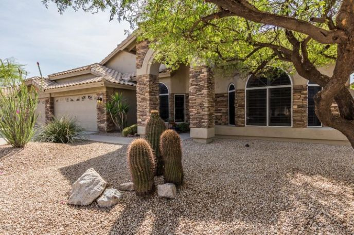 Pull up to this home with CURB APPEAL!!
