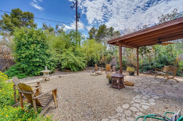 Huge peaceful backyard