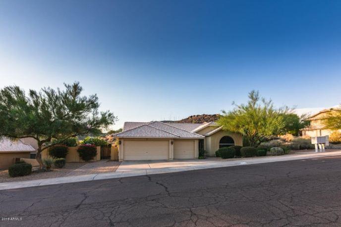 946 E SOUTH FORK Drive, Phoenix, AZ 85048