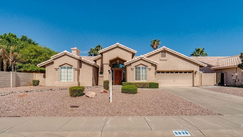 LUXURIOUS REMODELED HOME. NO HOA! SOARING CEILINGS