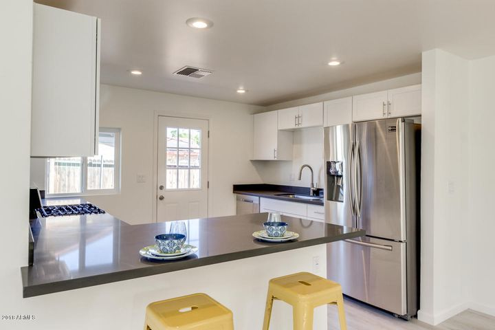 Quartz counter tops and stainless steel appliances