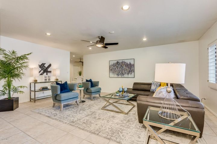 301 E BERRIDGE Lane, Phoenix, AZ 85012