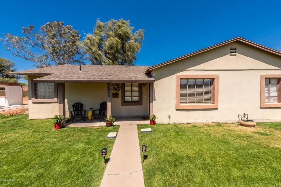 2844 E EARLL Drive, Phoenix, AZ 85016