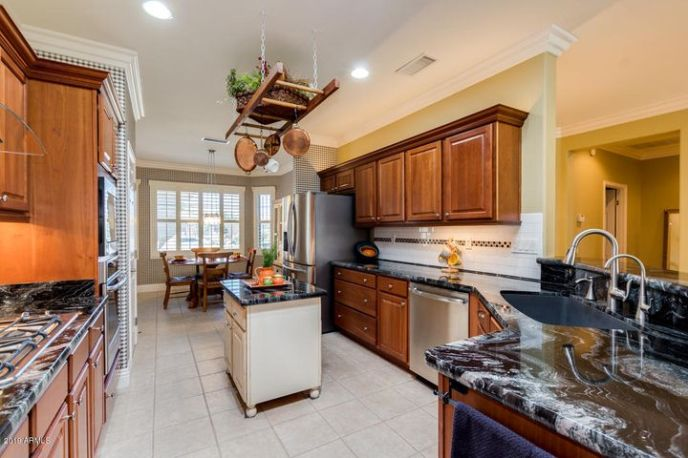 Complete with High-end Appliances and Granite slab