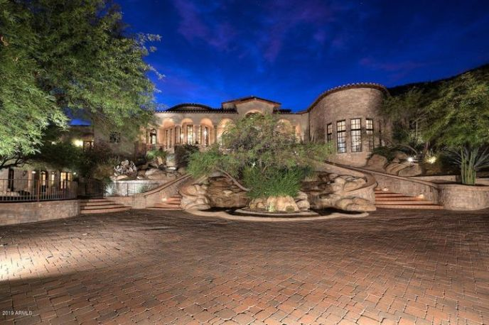 PRIVATELY GATED HILLSIDE TUSCAN ESTATE/VILLA ON 2.5 ACRES