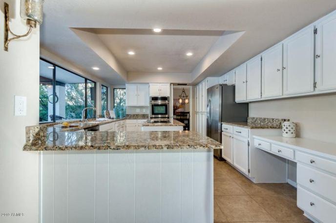 Fresh white kitchen w/ stainless appliances