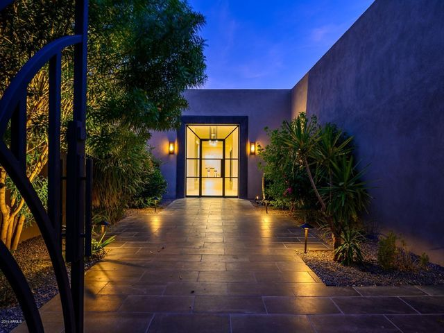 8002 N 47TH Street, Paradise Valley, AZ 85253