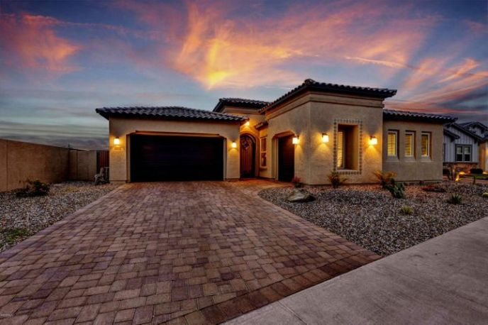 3010 E DESERT Lane, Phoenix, AZ 85042