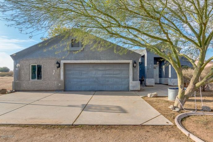 341 W SILVERDALE Road, San Tan Valley, AZ 85143