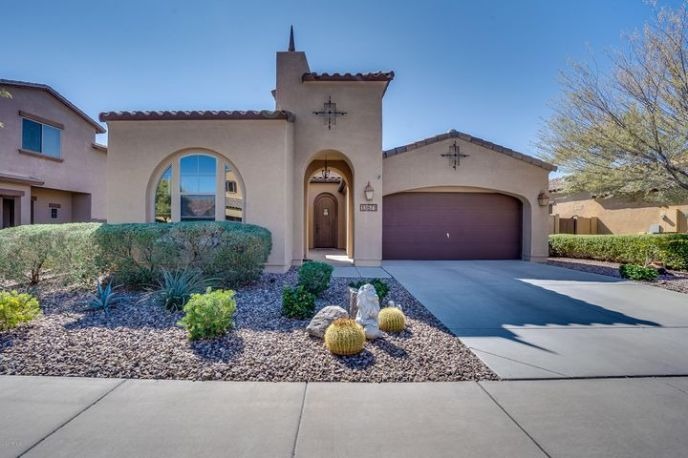 4 Bedroom 3 Bath home with casita in the charming master planned community of Vistancia