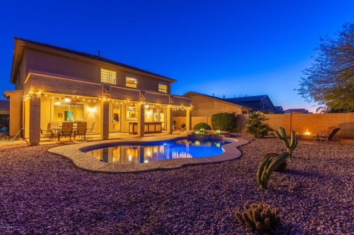 Check out this resort yard. Pool, spa, serving counter, multiple seating areas.
