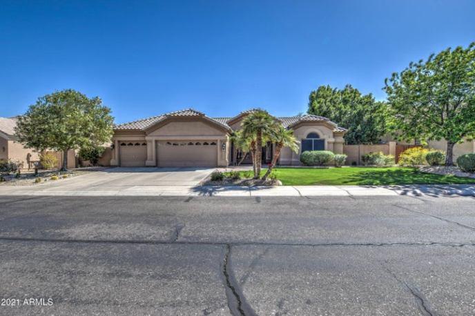 933 E DESERT FLOWER Lane, Phoenix, AZ 85048