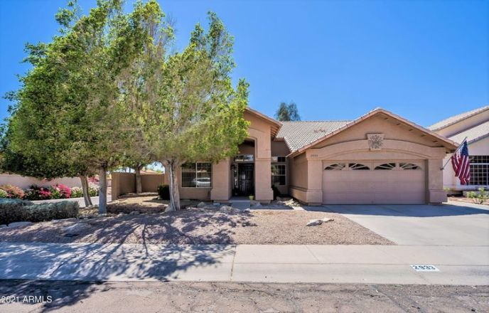 Four bedroom, single level home in Echo Canyon!