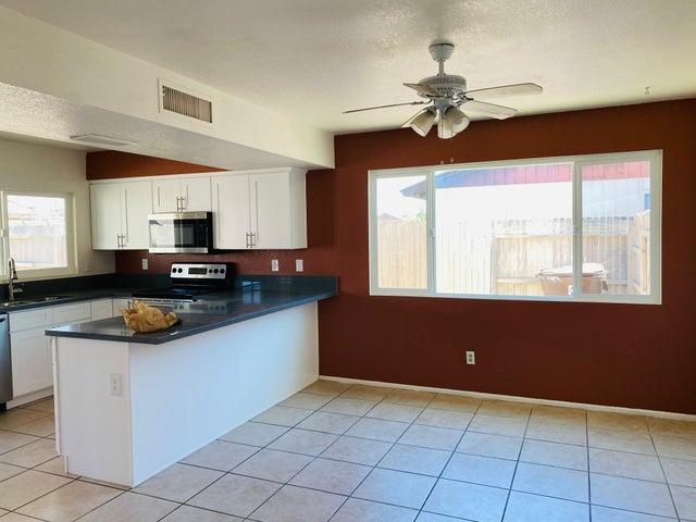 8644 W GOLDEN Lane, Peoria, AZ 85345