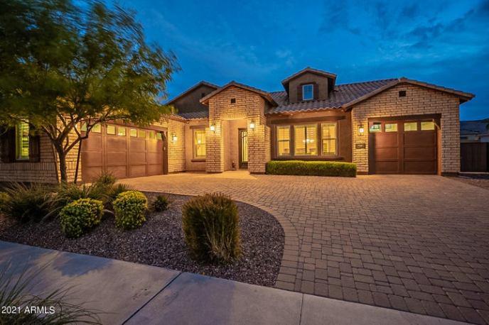 2915 E CONSTANCE Way, Phoenix, AZ 85042