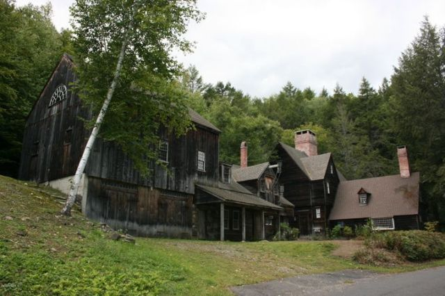 117 River Rd, Middlefield, MA 01243