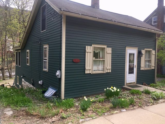 1665 Pleasant St, Lee, MA 01238