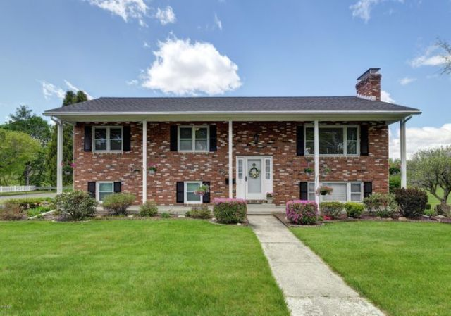 7 Eric Dr, Pittsfield, MA 01201