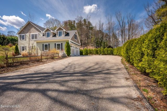 8 Castle Hill Rd, Stockbridge, MA 01262