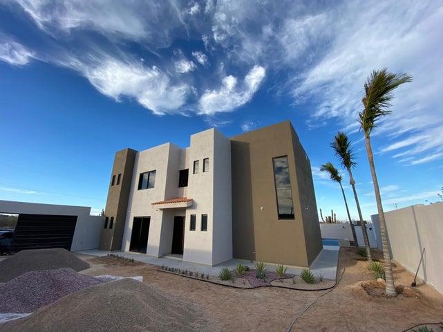 Hermosa casa, completamente nueva, ubicada en El Centenario.218 m2 de construccion y 540m2 de terreno, esta casa de 3 recamaras y 4 banos y medio, cuenta con un gran patio, asi como una hermosa alberca y una increible vista al mar.Precio en pesos: $5,750,000.00