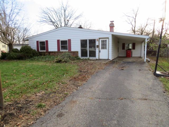 Great investment or starter home in quiet neighborhood located close to shopping, entertainment and dinning in the heart of Grove City! Priced to sell and ready for your TLC!