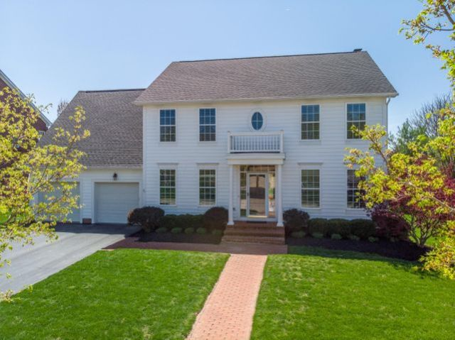 7419 Hampsted Square S, New Albany, OH 43054