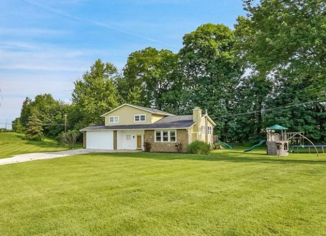 Welcome to 7208 Kimberly Court in Genoa Township and Westerville Schools