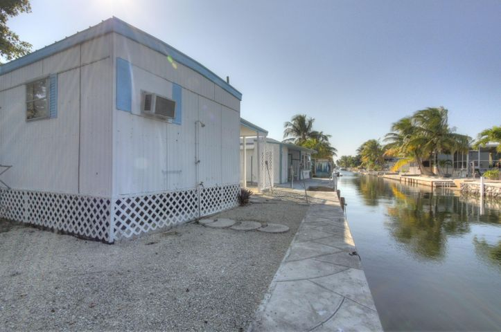 40ft. concrete seawall--excellent boat access for fishing and diving in our Keys waters!