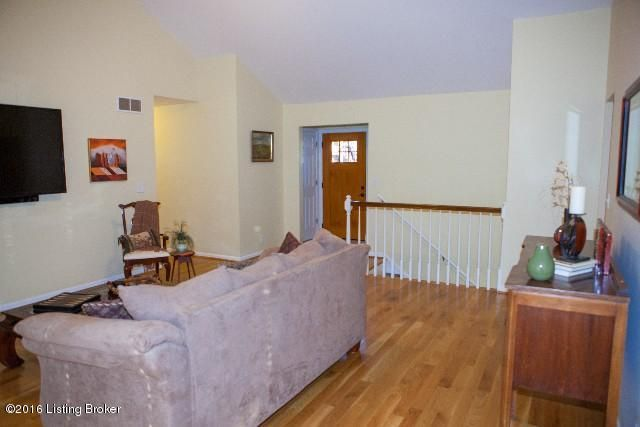 6808 Woodrow Way,Louisville,Kentucky 40228,3 Bedrooms Bedrooms,9 Rooms Rooms,3 BathroomsBathrooms,Residential,Woodrow,1446288