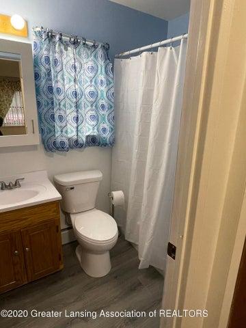 Photo Dec 15, 4 16 50 PM: First floor bath