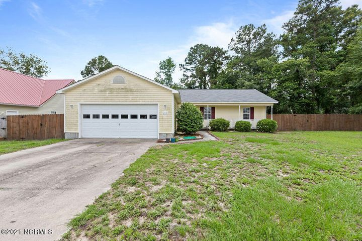 204 Redberry Drive, Richlands, NC 28574