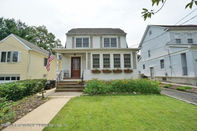 BEAUTIFUL ONE FAMILY DETACHED HOME WITH LOTS OF CHARACTER, VERY CHARMING HOME