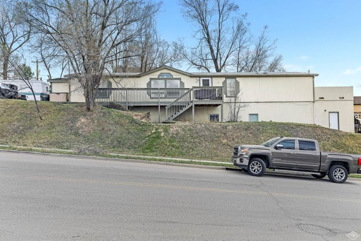 Great investment opportunity or single family home located right in the heart of downtown Eagle, wallking distance to schools, restaurants and nightlife. Live upstairs and rent the basement or keep the entire home for yourselves.