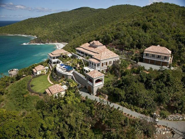 Villa Pearl with Sandy Beach in the background