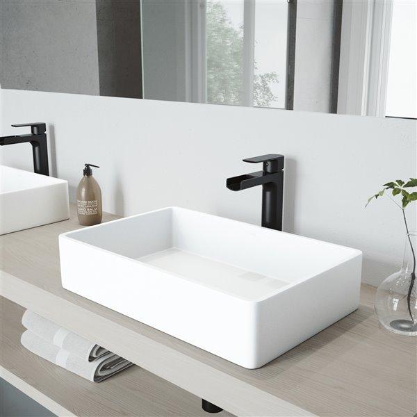 lavabo de salle de bains blanc mat magnolia de vigo robinet noir 21 25 po