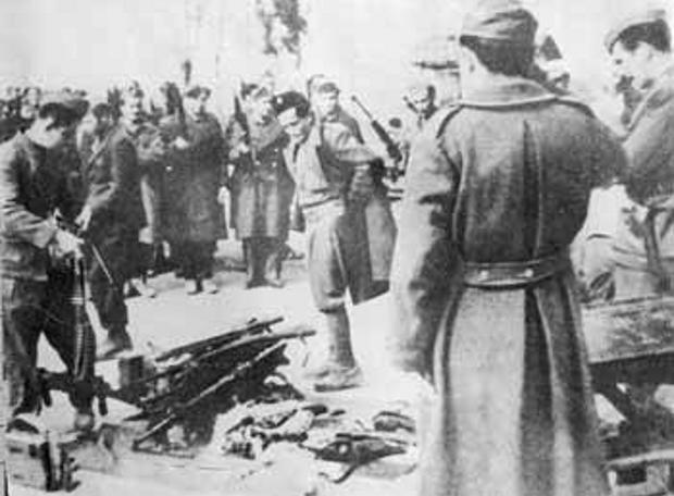 Από την παράδοση του οπλισμού του ΕΛΑΣ