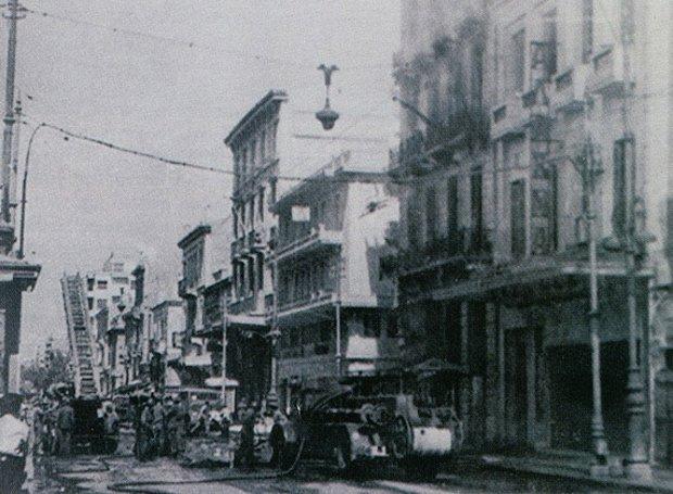 Η οδός Πατησίων, λίγο μετά την ανατίναξη του κτιρίου της ΕΣΠΟ