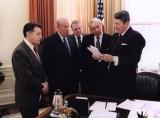 Ο πρόεδρος Ρίγκαν με τους συνεργάτες του