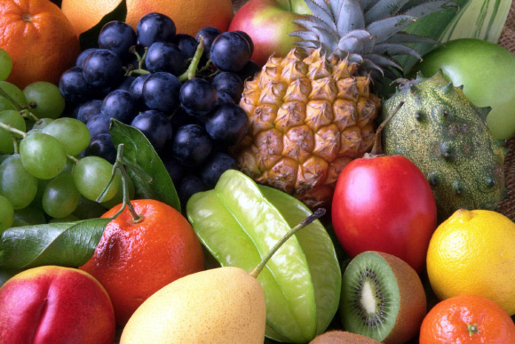 A healthy  diet  that  includes  the  consumption  of  popular  fruits, such  as  apples, bananas and oranges, but  not  fruit  juice,  may  play  a  role  in mitigating risk of type 2 diabetes. Image credit: Romanov.
